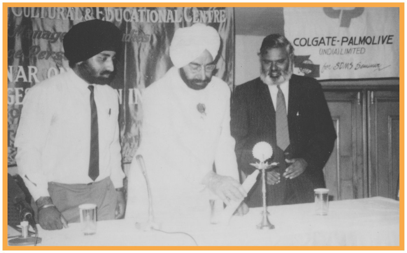 Dr (col) A Balasubramanian gets awarded by Late giani Zail singh